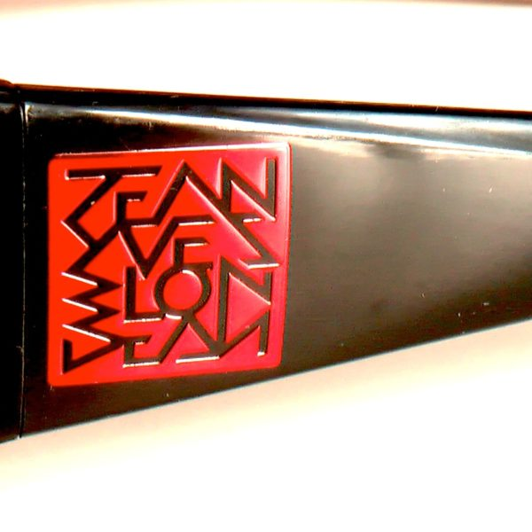 detail of red square signature designed by Jean Yves Blondeau buggy rollin team glasses