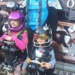 Des enfants visitent la maison BUGGY ROLLIN Children visit BUGGY ROLLIN home